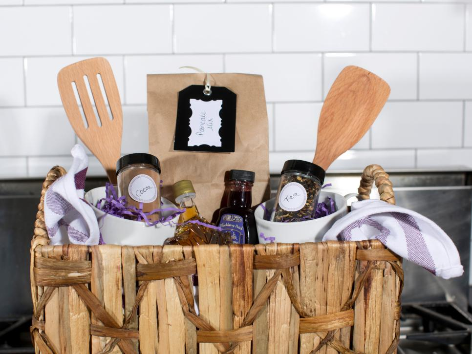 original_bpf-holiday-house_hgtv_entertaining_food-basket_pancake_h-jpg-rend-hgtvcom-966-725